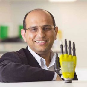 solar-powered-artificial-skin being demonstrated on a hand prosthesis