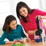 frozen-dessert-maker with kids and parent
