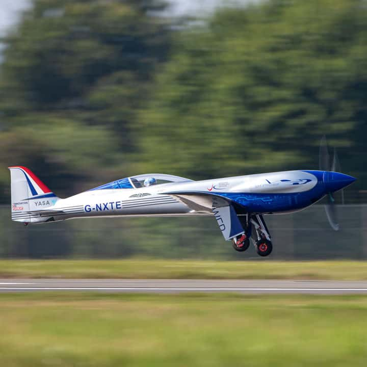 Rolls-Royce-All-Electric-Aircraft-Completes-Maiden-Flight3